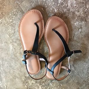 BRAND NEW Minimalist Black Old Navy Sandal Sz 6.5